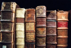 The smell of old books: explained
