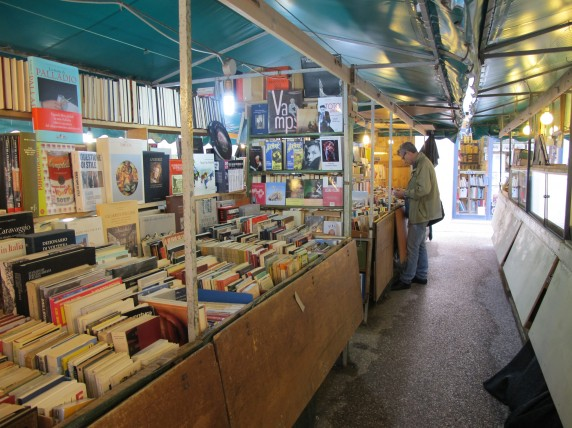 Inside the book stalls, a wide variety of used books are on display.