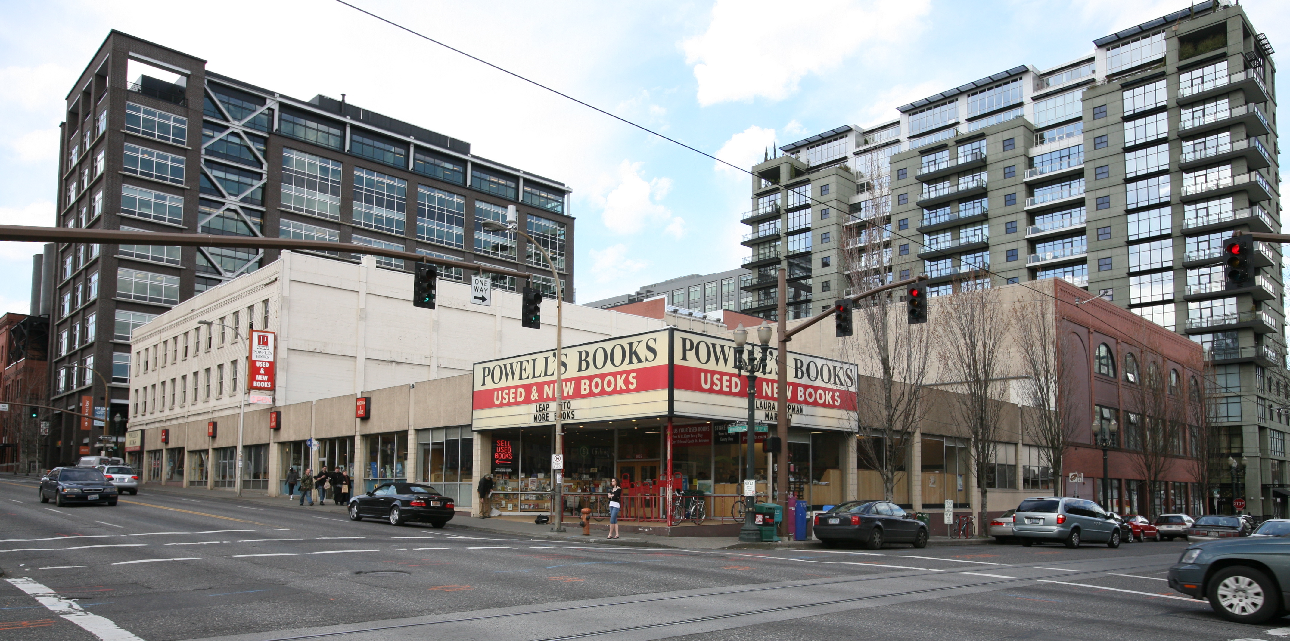 Once spurned by Powell's, Amazon will open a third brick-and-mortar store in Portland