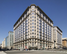 B&N was the last big retail tenant left in the office building owned by MetLife and Norges Bank.