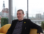 David Mitchell casts a vote of confidence in the future, delivers manuscript to the Future Library Project