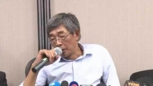 Lam Wing-kee at the press conference he called after his release. Via Youtube.