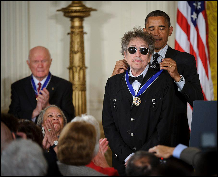 It may be the Devil, or it may be the Lord, but someone finally told Bob Dylan that he won the Nobel (or did they?)