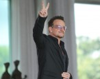 U2 can have a body like mine: Bono is named one of <i>Glamour</i>'s Women of the Year