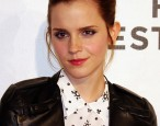 Emma Watson paints the town <em>read</em>