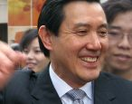 Former Taiwanese president works as bookseller for a day