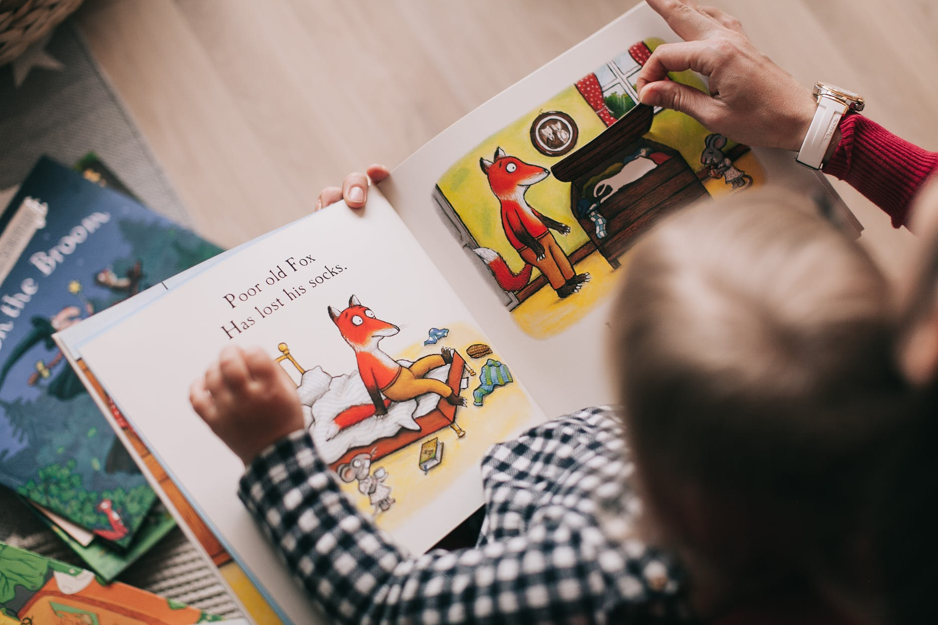 Print books > digital when reading to your kid